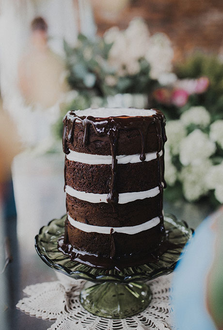 Dark-Wedding-Cakes-Aaron-and-Whitney-Photography
